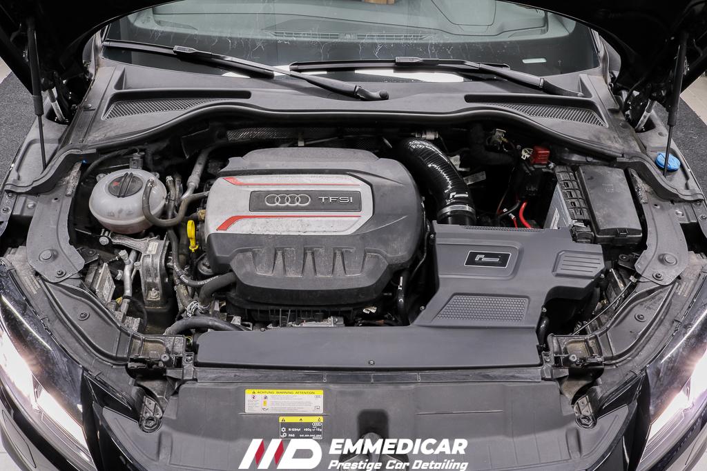 AUDI TTS, pulizia vano motore auto