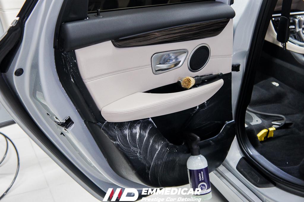 BMW 225 IBRID, PULIZIA PLASTICHE AUTO