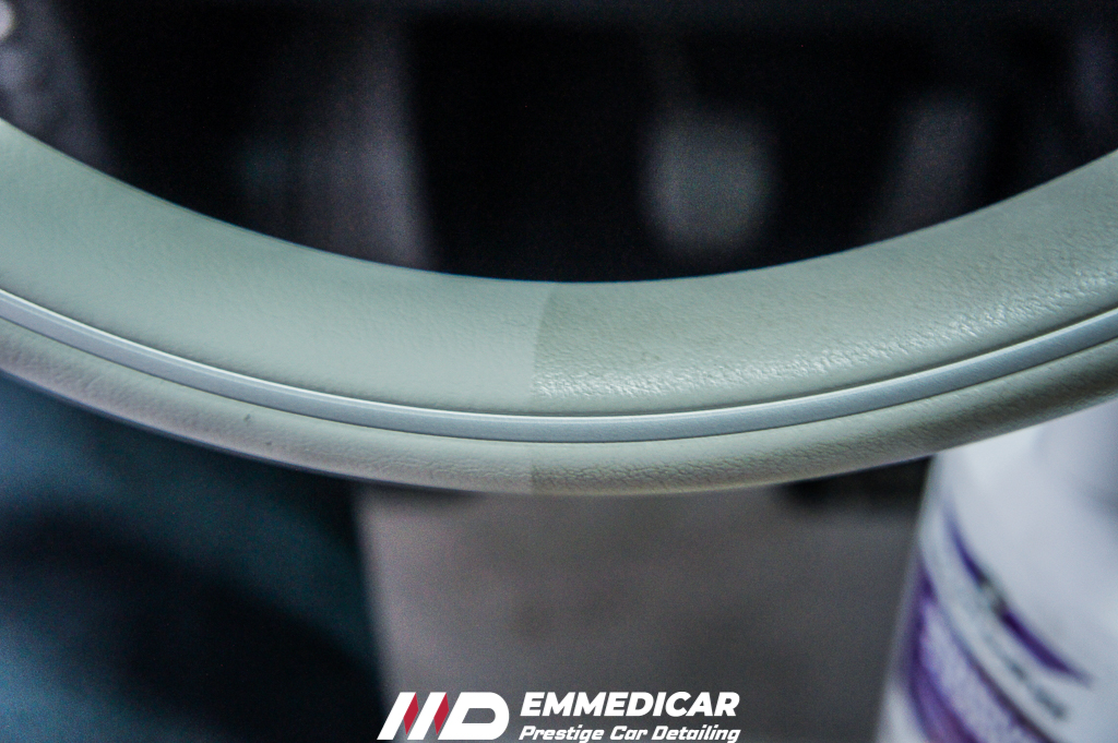 bmw i3, pulizia volante auto