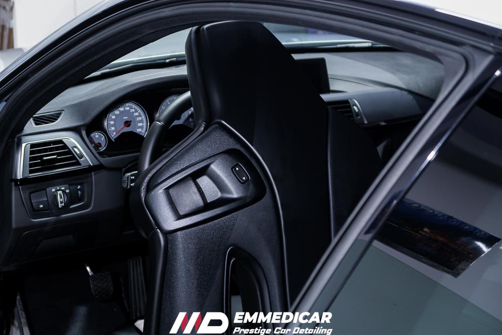 BMW M4, trattamento plastiche auto