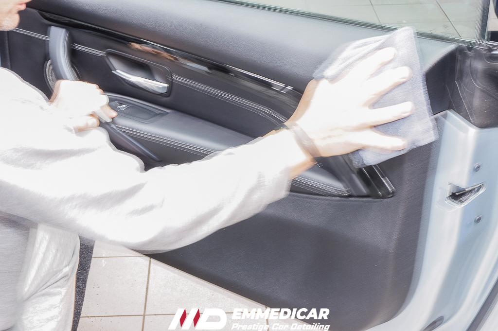 BMW M4, igienizzazione interni