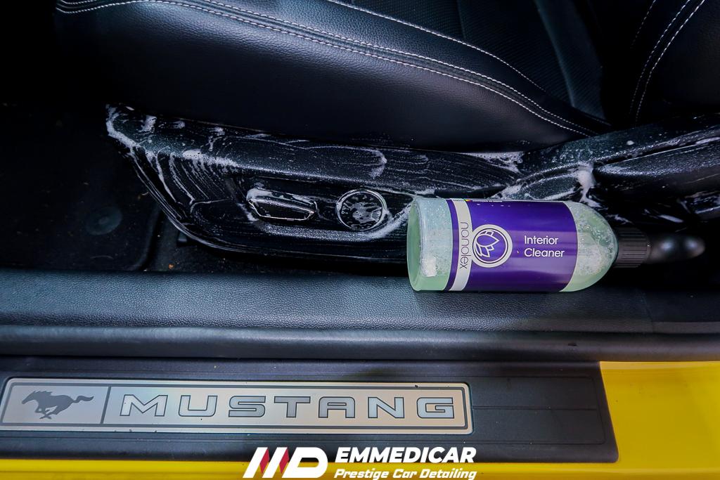 FORD MUSTANG, pulizia interni auto,