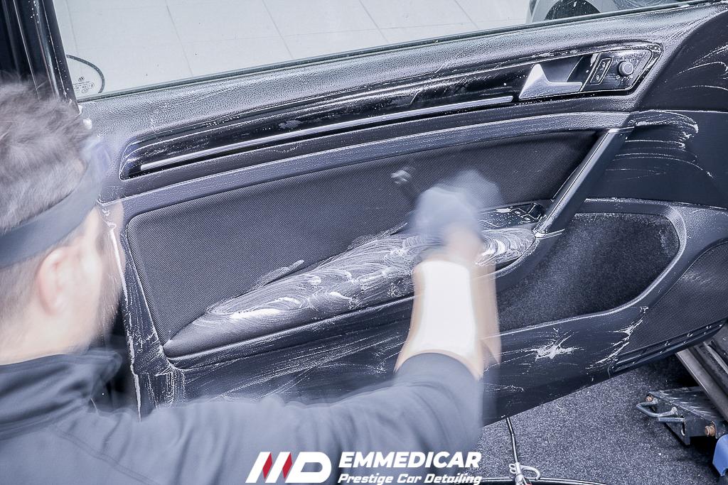 VW GOLF GTI, igienizzazione plastiche auto