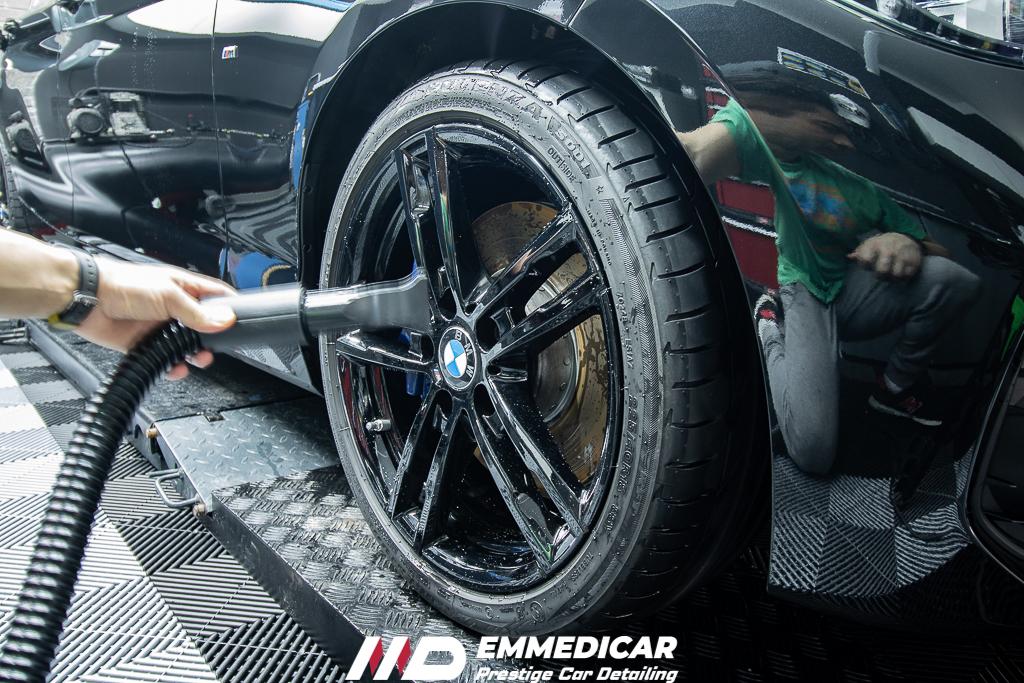 nel detailing per asciugare le auto è utilizzato il soffiatore ad aria