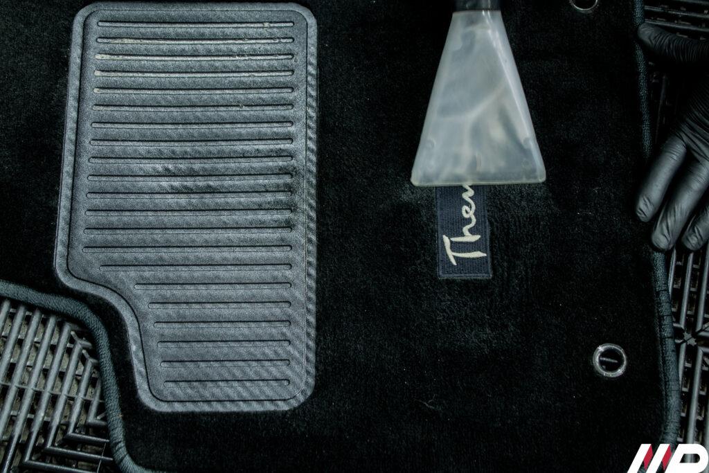 Lancia Thema- igienizzazione pulizia tappetini